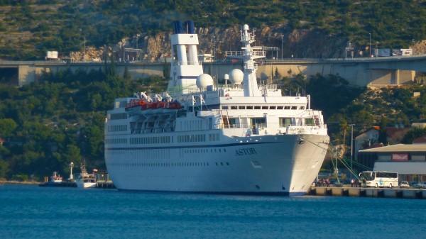 MS Astor im Hafen