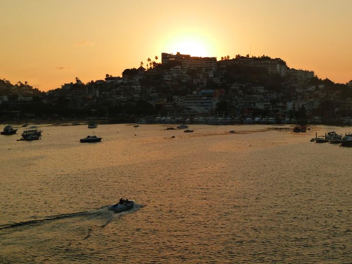 Die Bucht von Acalpulco bei Sonnenuntergang
