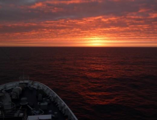 Sonnenuntergang auf dem Pazifik auf der Kreuzfahrt