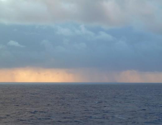 Regen ueber dem Pazifik