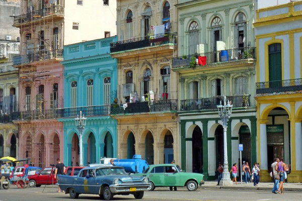 Die Oldtimer prägen das Stadtbild von Havanna.