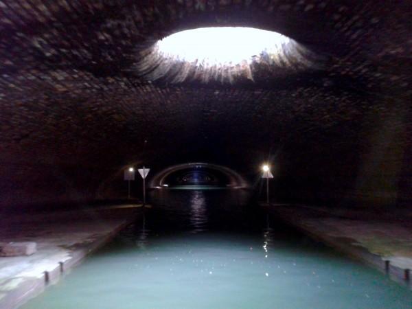 Im Tunnel des Canal Saint Martin