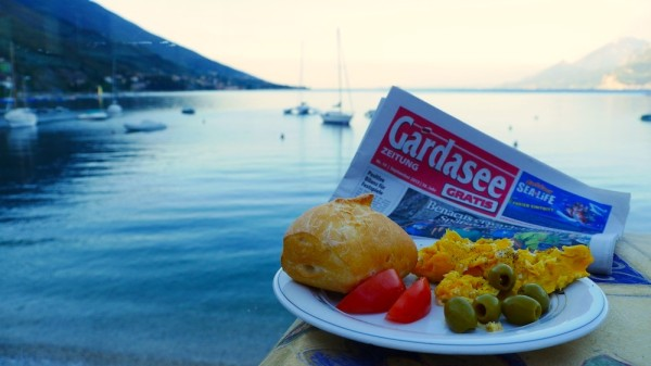 Frühstück mit Blick über den Gardasee