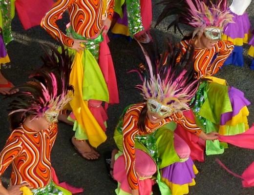 Philippinen: Tanzgruppe am Pier