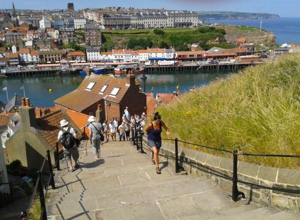 Blick auf den Hafen von Whitby/