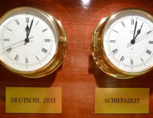Deutsche Zeit und Schiffszeit - hier schon 11 Stunden Unterschied