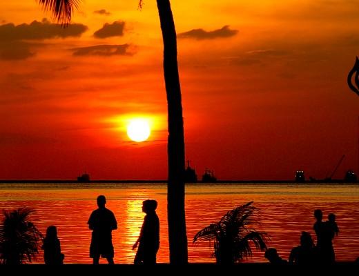 Sonnenuntergang an der Promenade in Manila