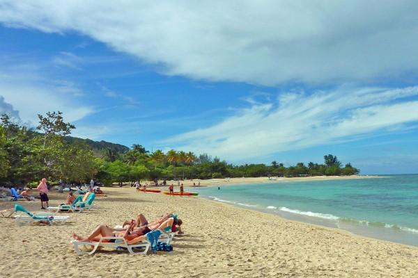 Der Strand am Hotel Breezes Jibacoa