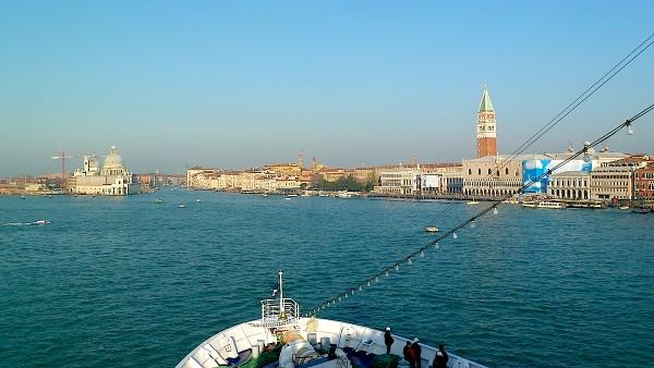 Einmalig: Mit dem Kreuzfahrtschiff in Venedig einfahren