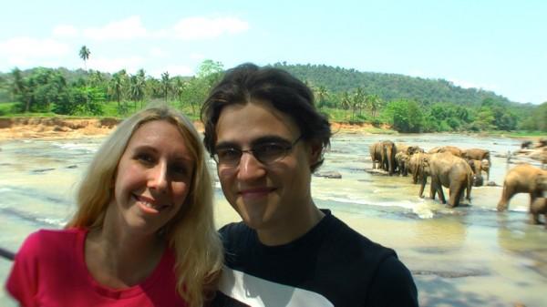 Wir bei den Elefanten in Pinnawala
