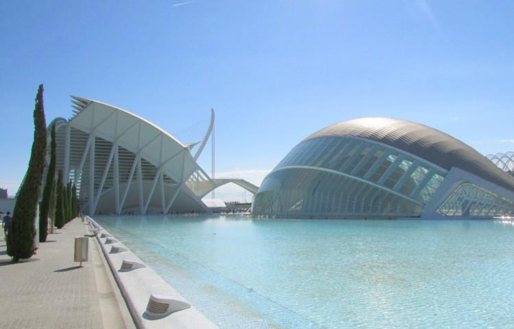 Die Stadt der Künste und der Wissenschaften erstreckt sich über 350.000 Quadratmeter
