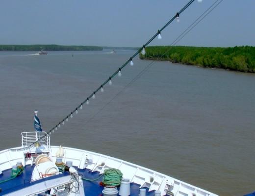 Die Astor fährt den Mekong hinauf