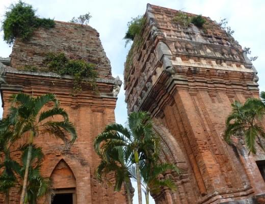 Die Zwillingstürme von Thâp Doi